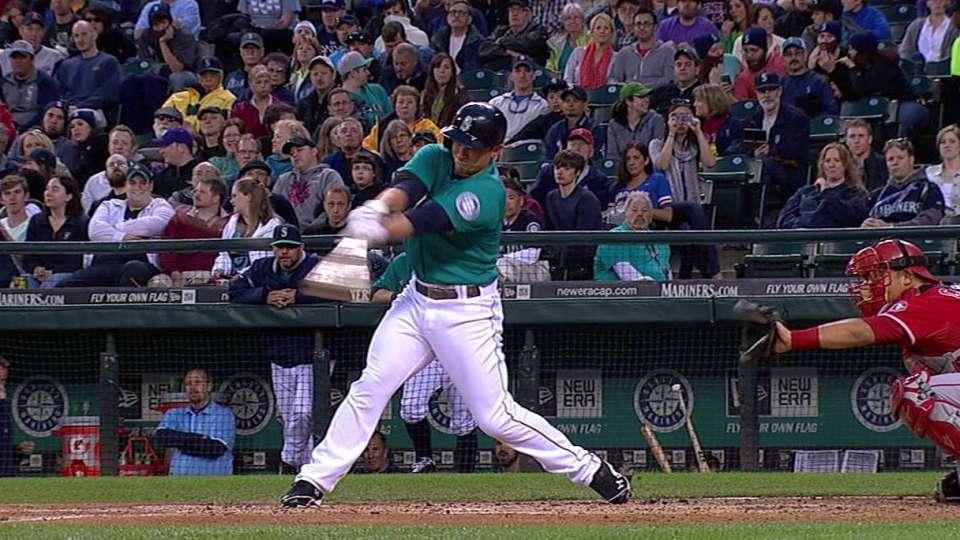 Seager extends hit streak