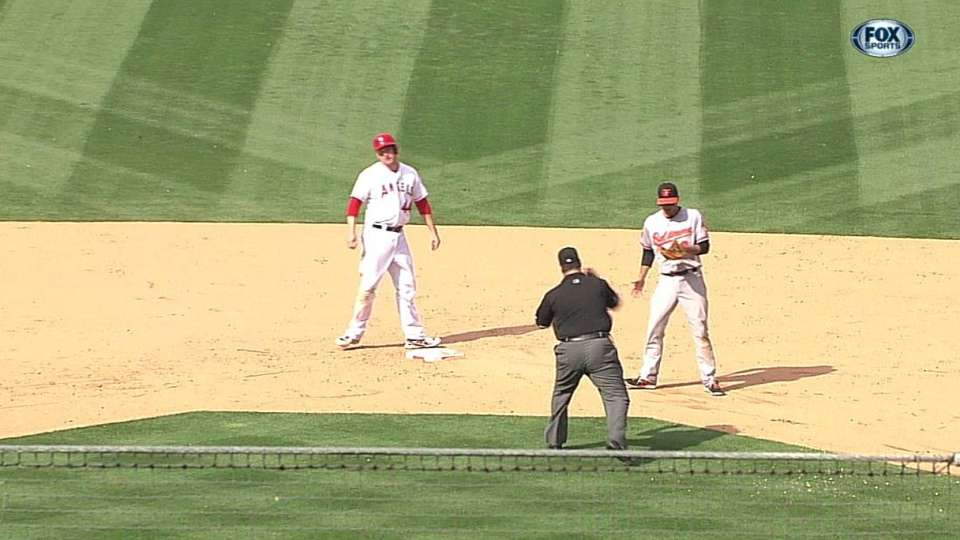 Snyder throws out Trumbo