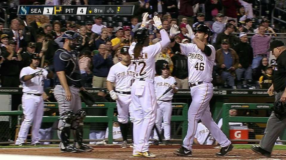 Jones' two-run shot