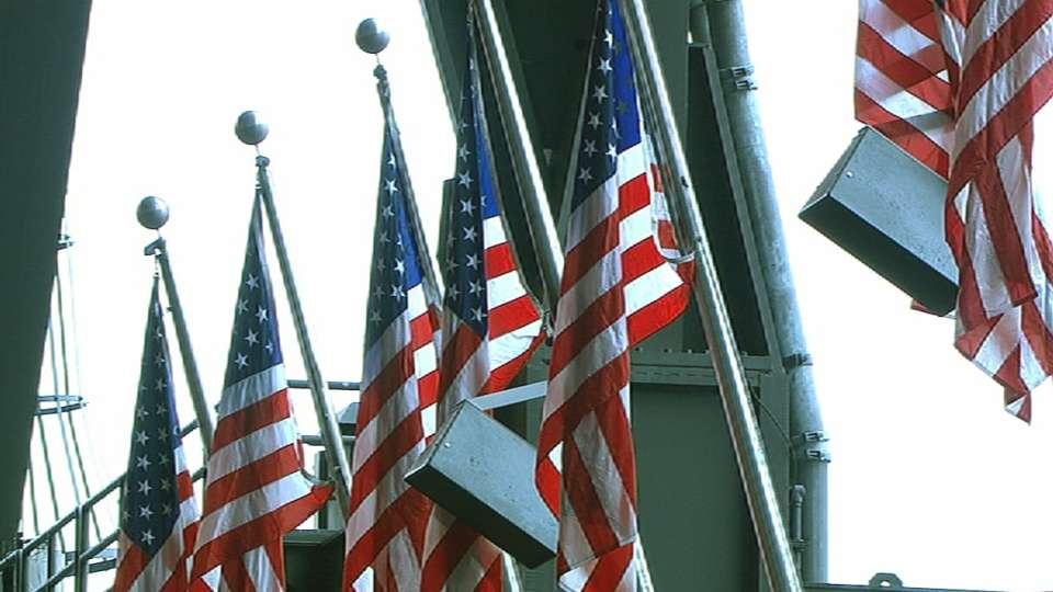 Mariners, Padres honor military