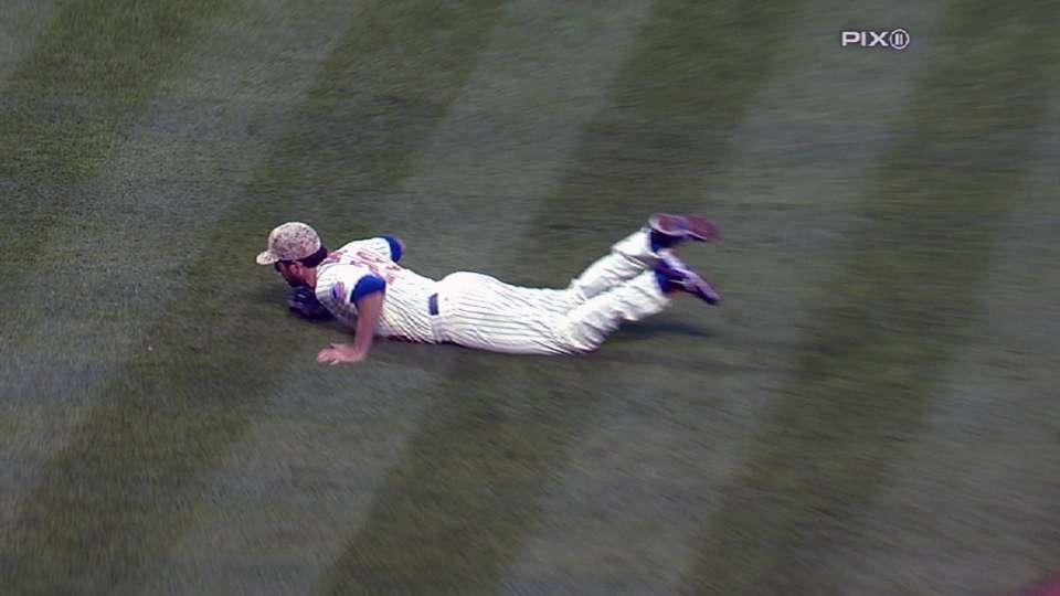 Davis' fantastic diving grab