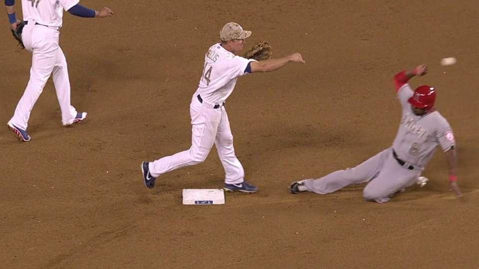 Dodgers turn fancy double play