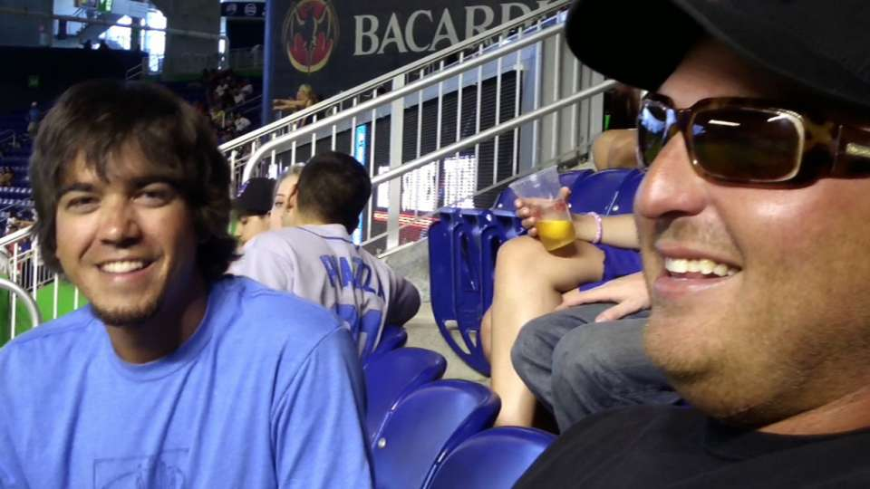 Marlins fan throws back homer