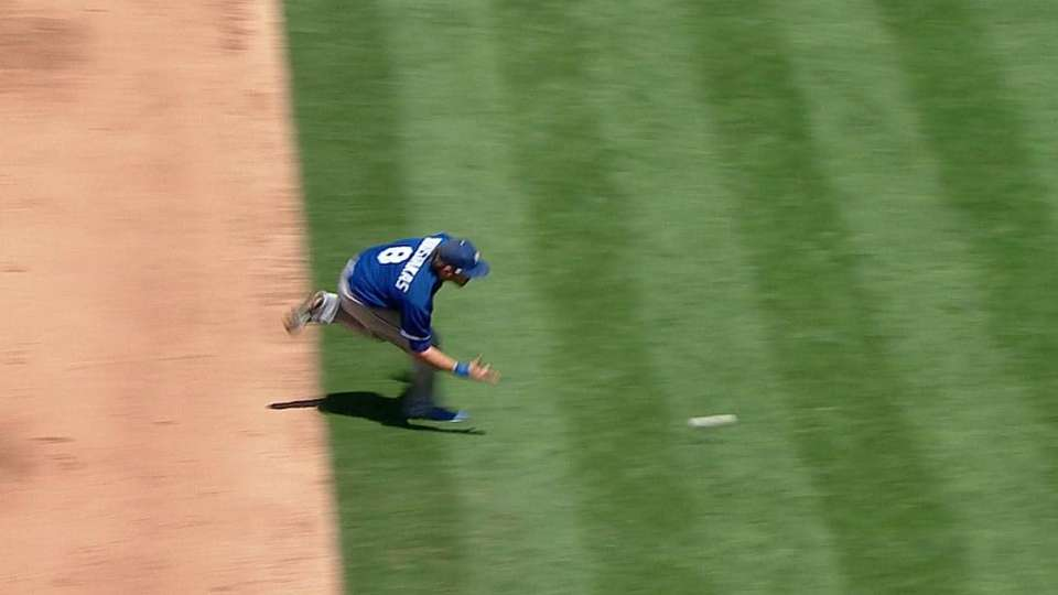 Moustakas' barehanded play