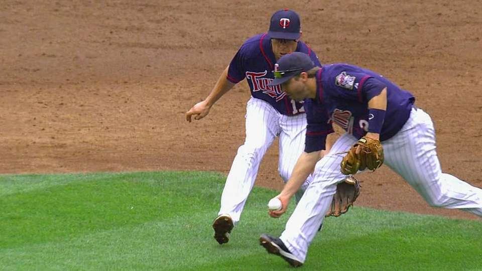 Dozier's barehanded play
