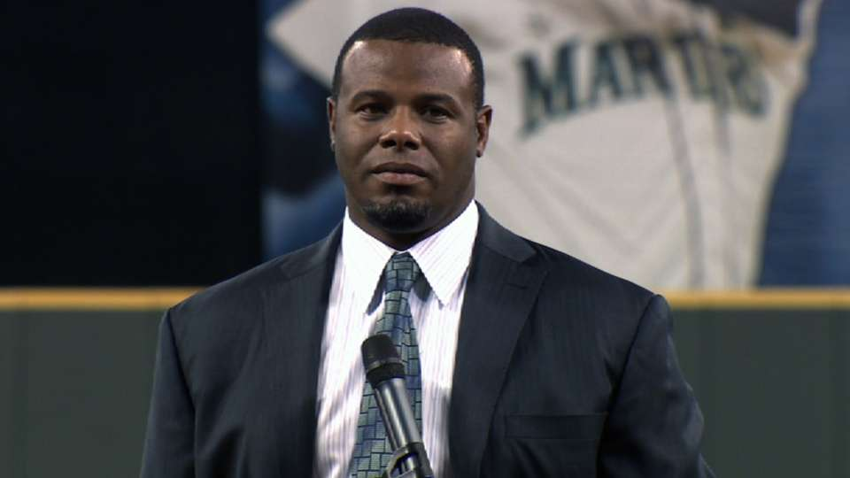 Mariners induct Griffey
