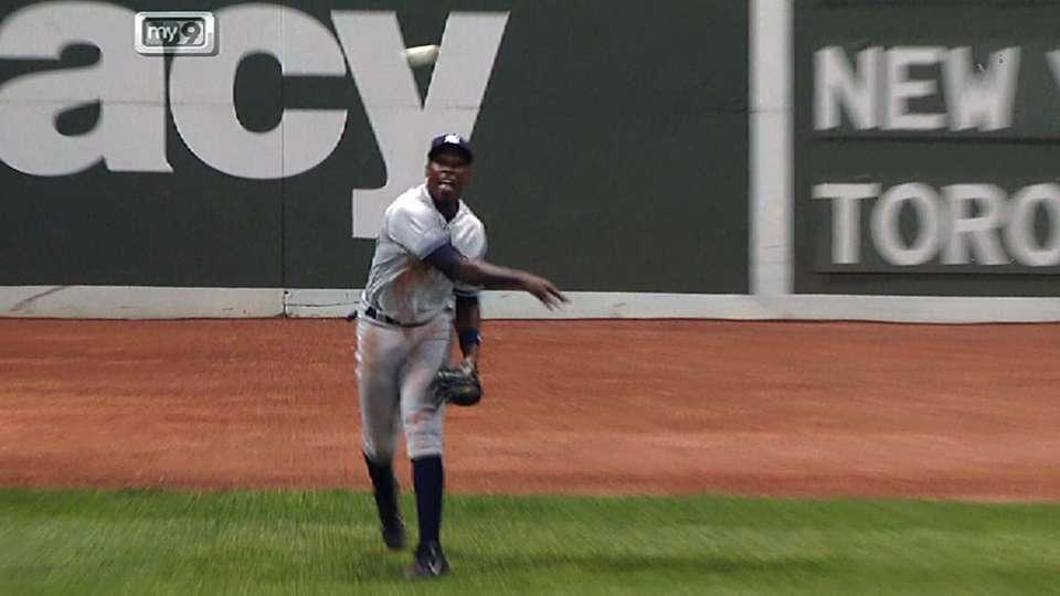 Soriano dispara, atrapa a Ortiz