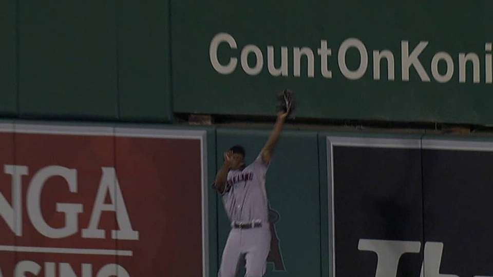 Bourn's jumping catch