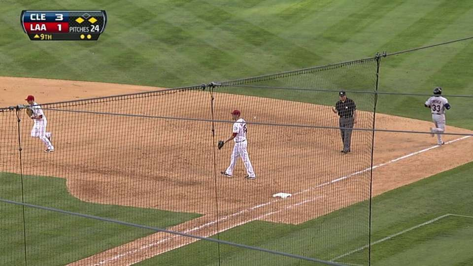 Trumbo ends the inning