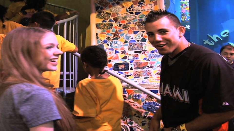 Fernandez visits museum