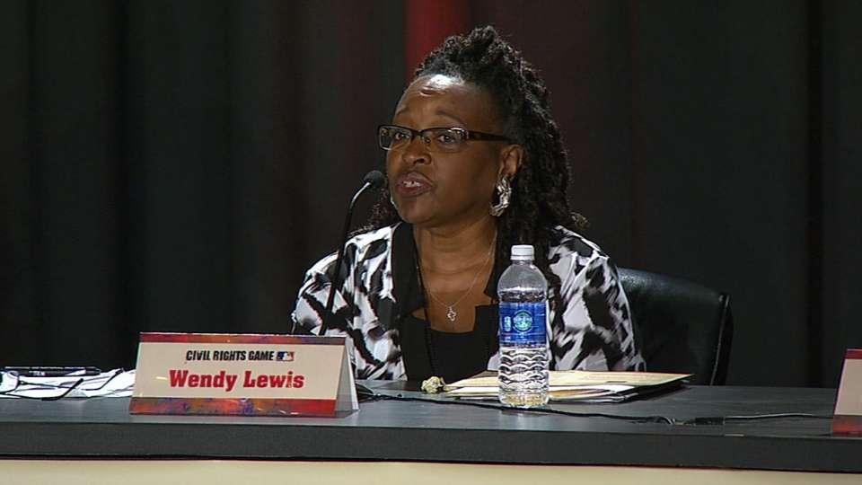 Wendy Lewis speaks at Roundtable