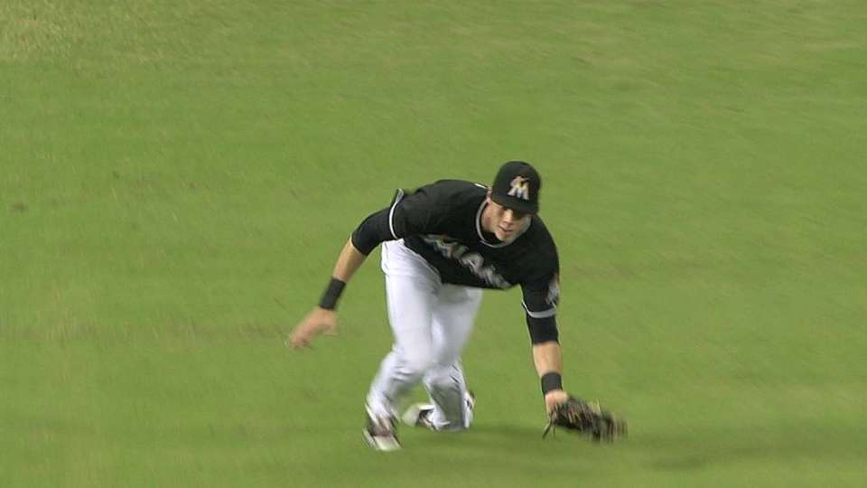 Yelich's diving grab