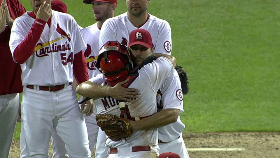 Wainwright goes the distance