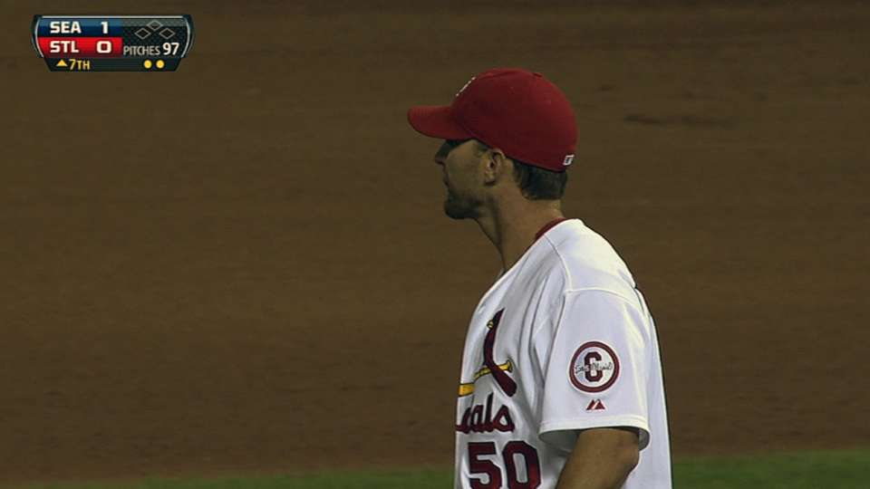 Wainwright gets 200th strikeout