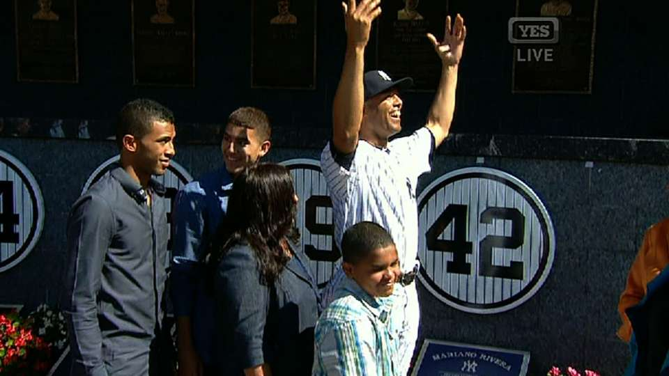 Mo's No. 42 is retired