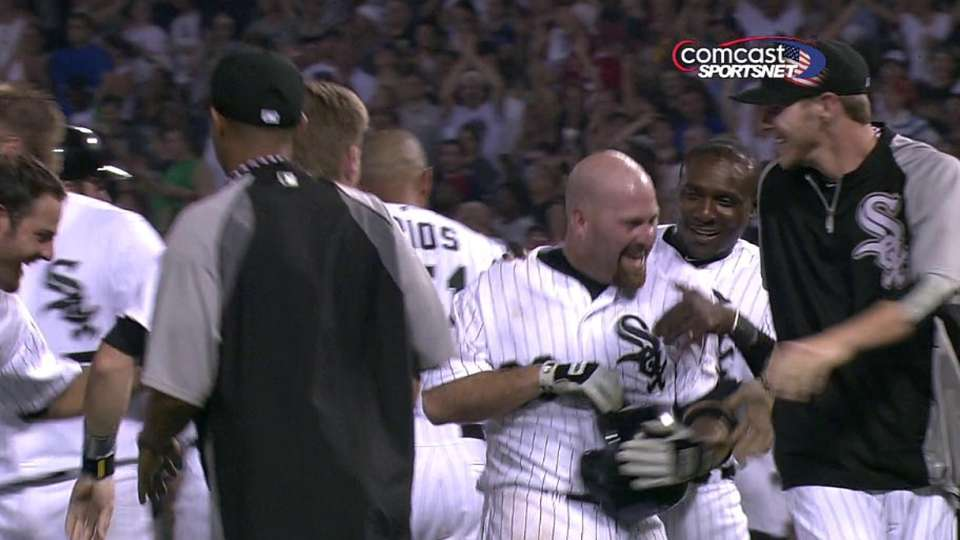 Youkilis' walk-off single