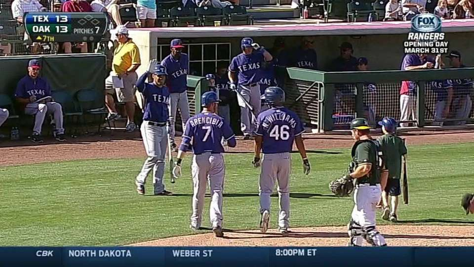 Williams hits a two-run dinger