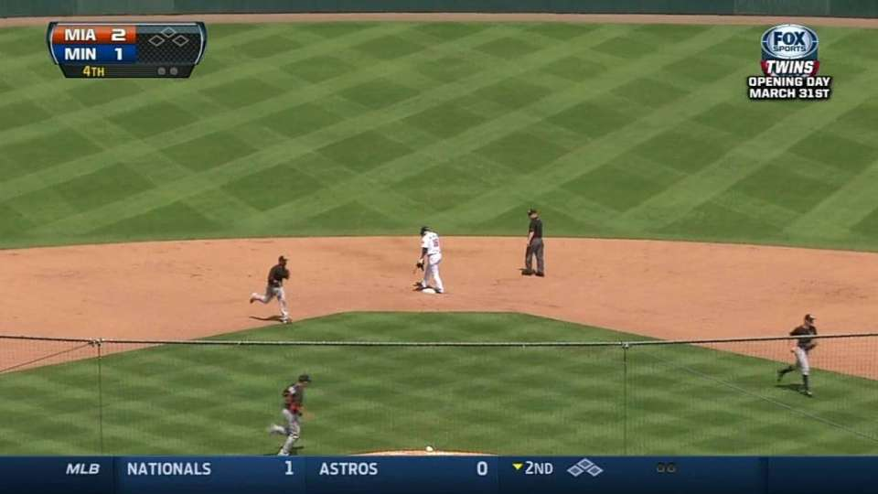 Ozuna throws out Willingham
