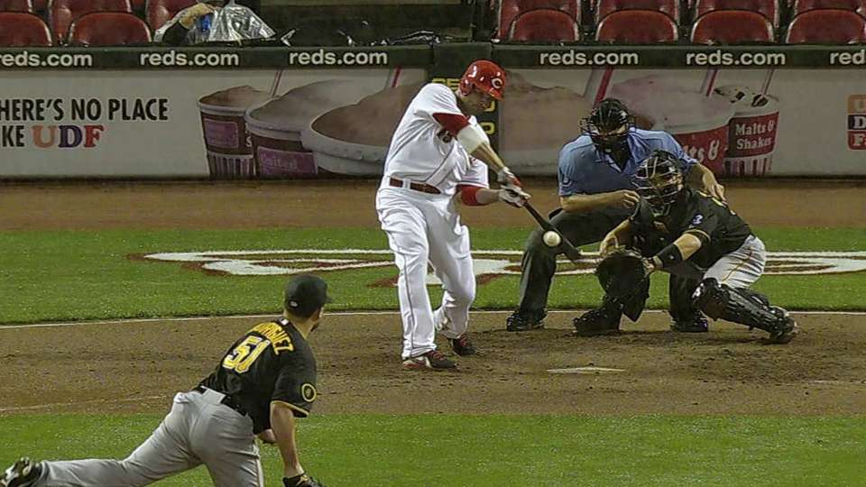 Votto crushes a two-run shot