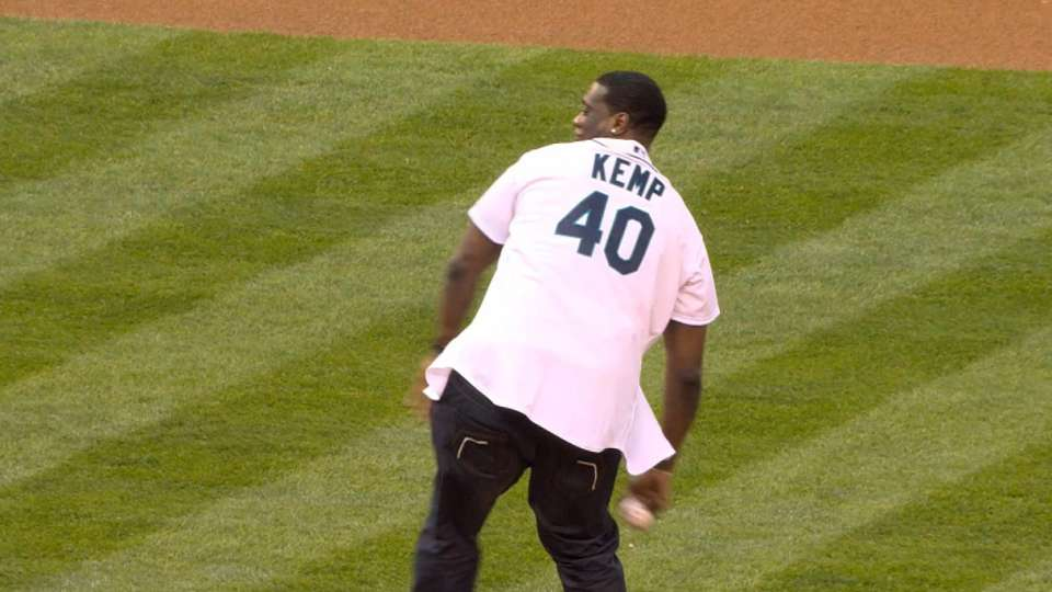 Shawn Kemp's first pitch