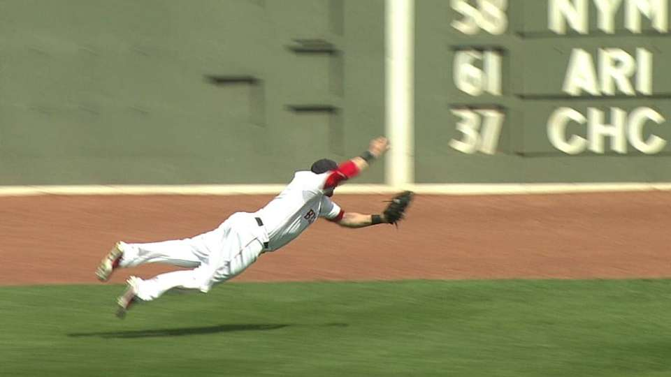 Gomes' leaping grab