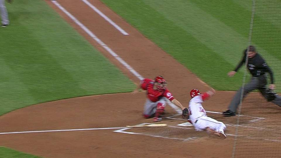 Pujols' great barehanded play