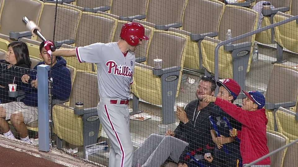 Lee high-fives two Phillies fans