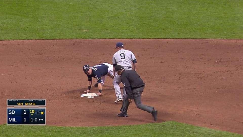 Gennett's extra-innings steal