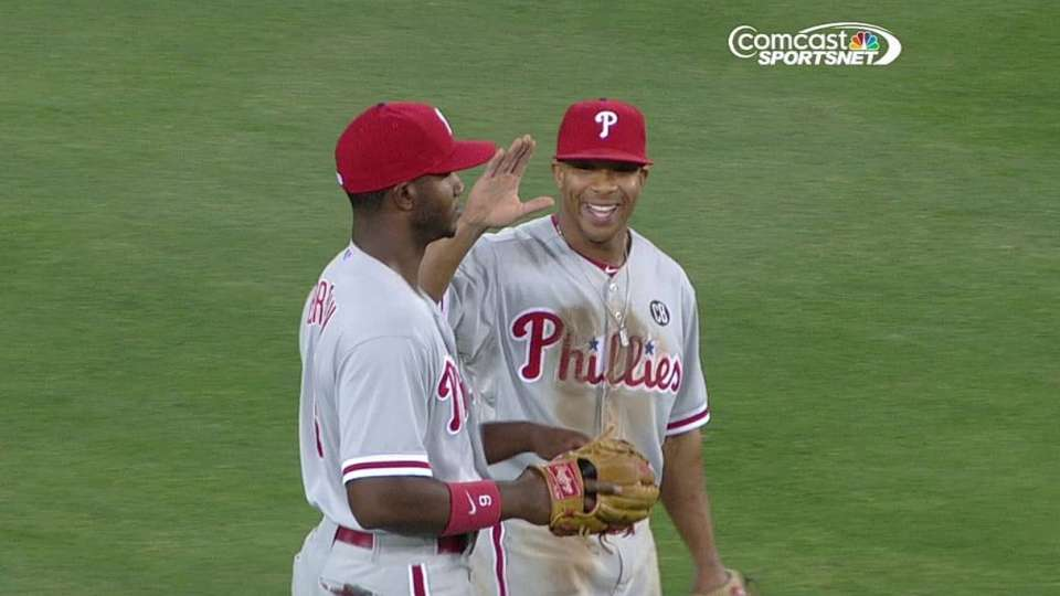 Papelbon gets save in 10th