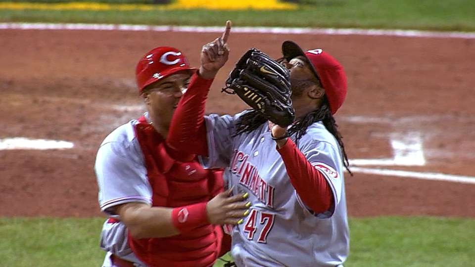 Cueto goes the distance