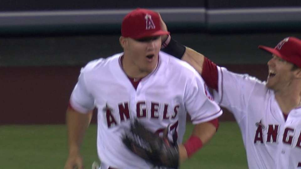 Smith gets save, Angels win
