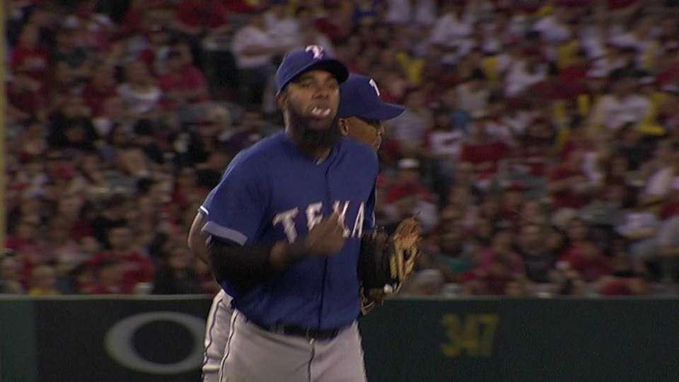 Fielder scoops throw