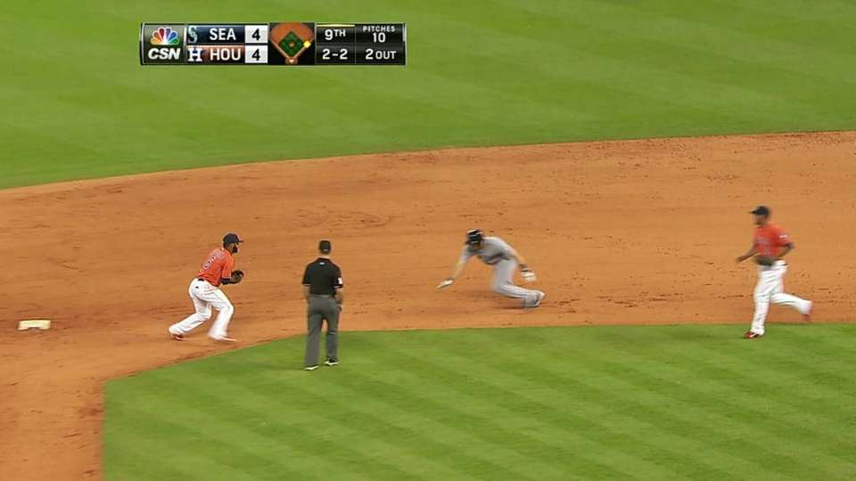 Qualls picks off Zunino