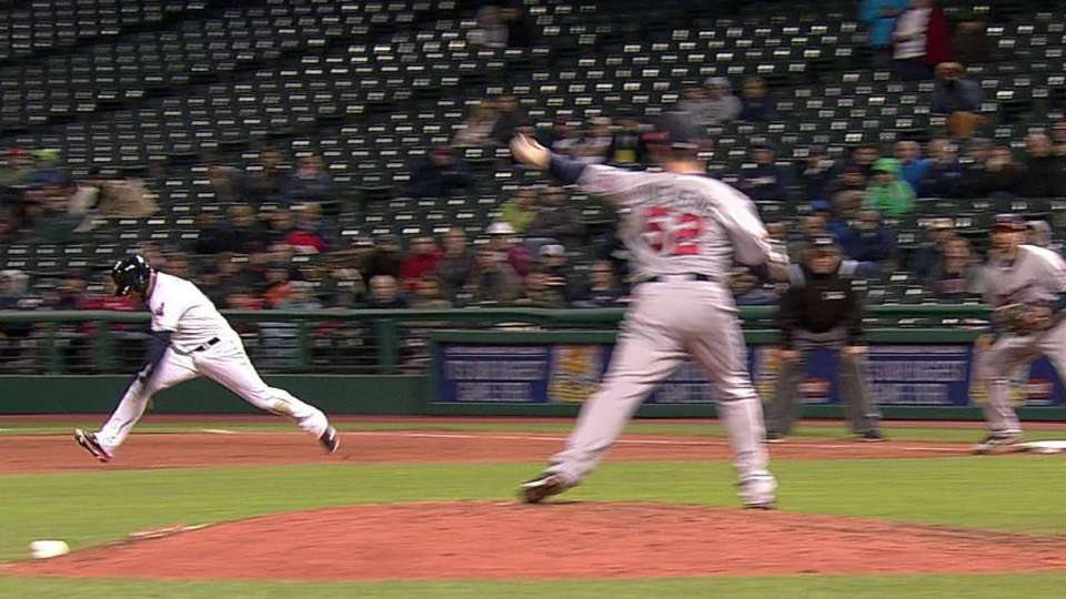 Duensing picks off Aviles