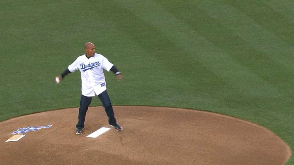 Meb throws out the first pitch