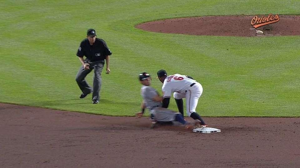 O's catch Kinsler stealing
