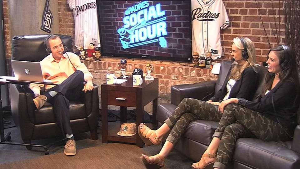FOX Sports Girls on Social Hour
