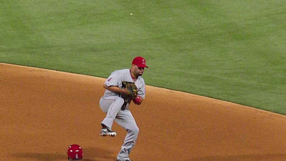 Pujols' leaping catch