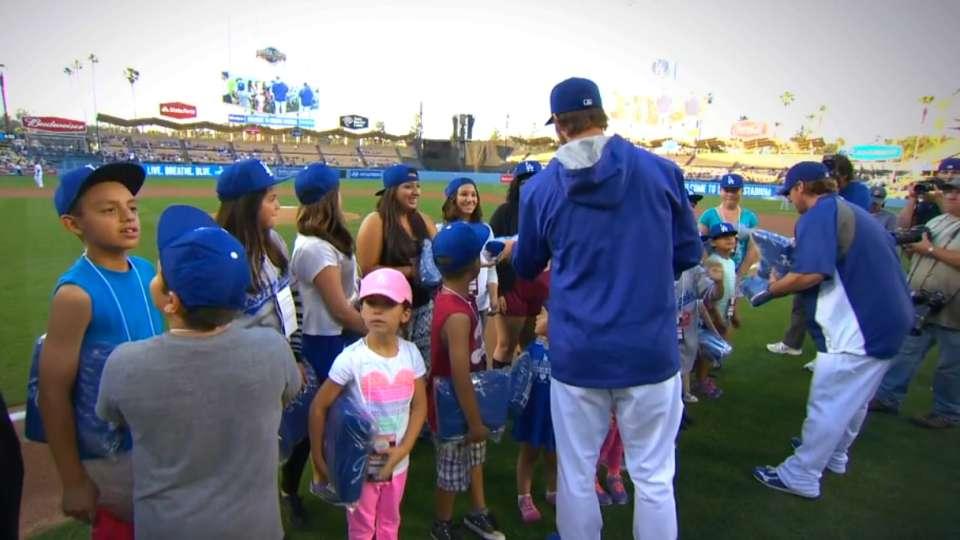 Dodgers help SFV Rescue Mission