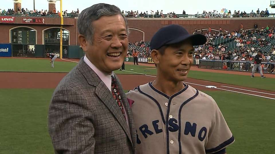 Murakami throws out first pitch