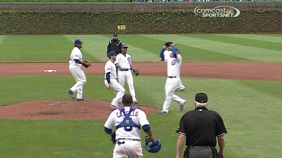 Cubs converge on popup