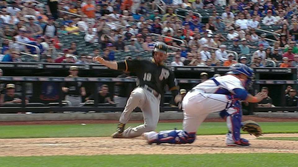 Pirates take lead on hit, error