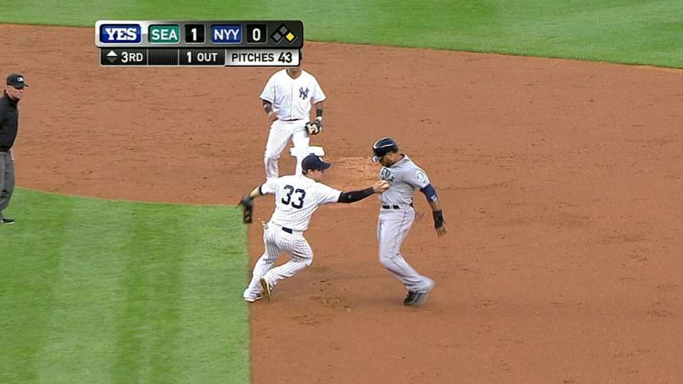 Phelps picks off Cano at first