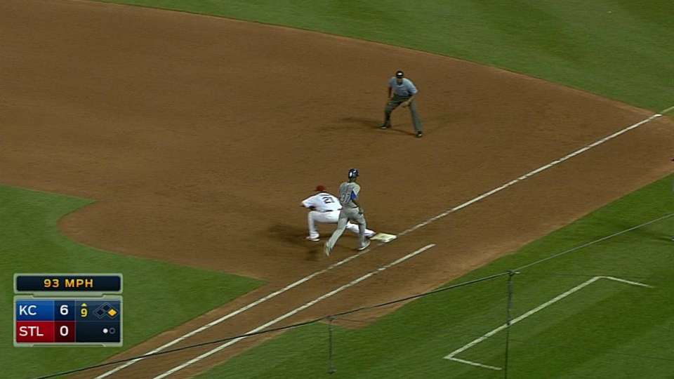 Cards' inning-ending double play