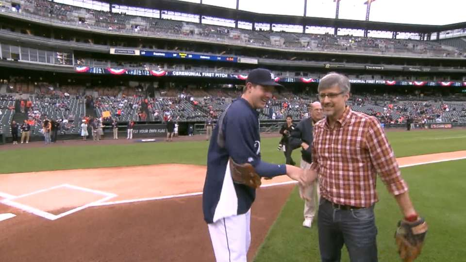 Rocca throws out first pitch