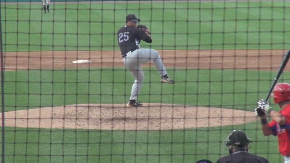 Orioles take LHP Gonzalez No. 90