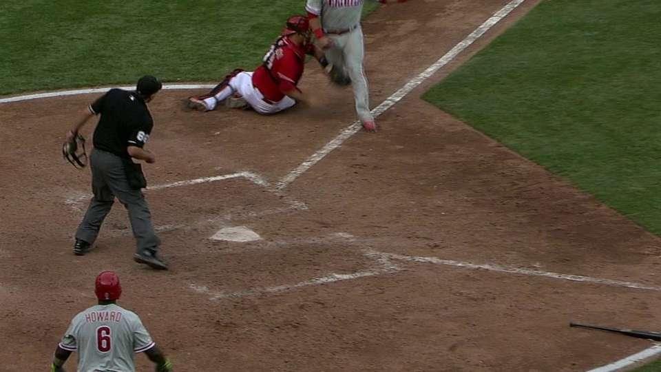 Reds nab Ruiz at the plate