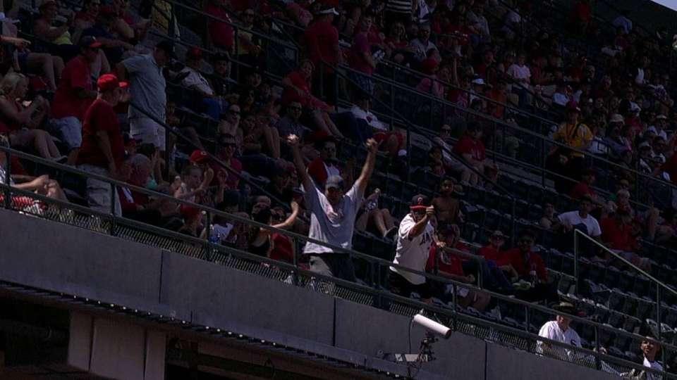 Fan's two-handed catch