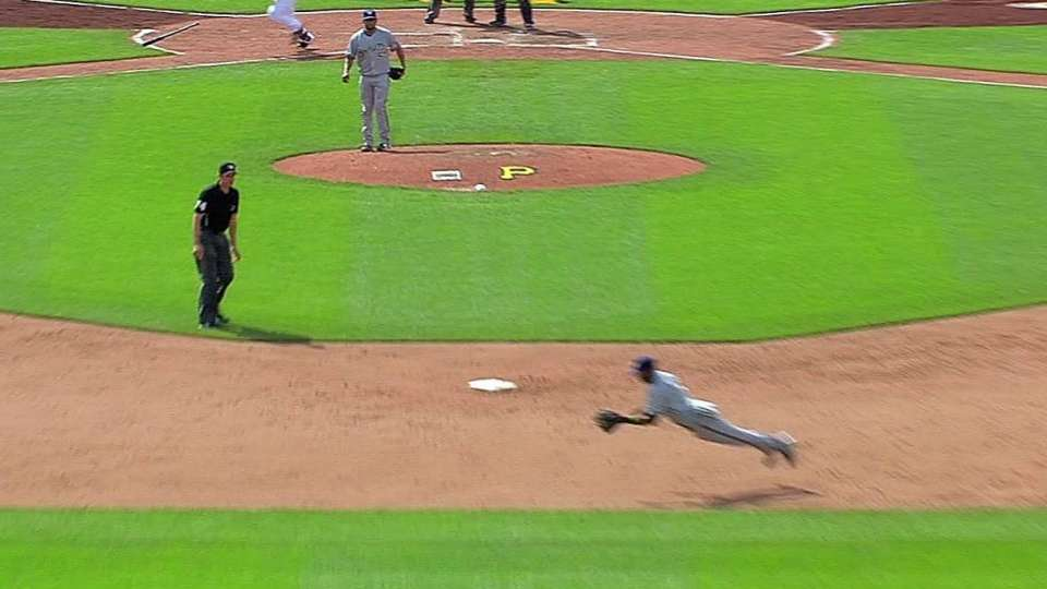 Segura's impressive diving play