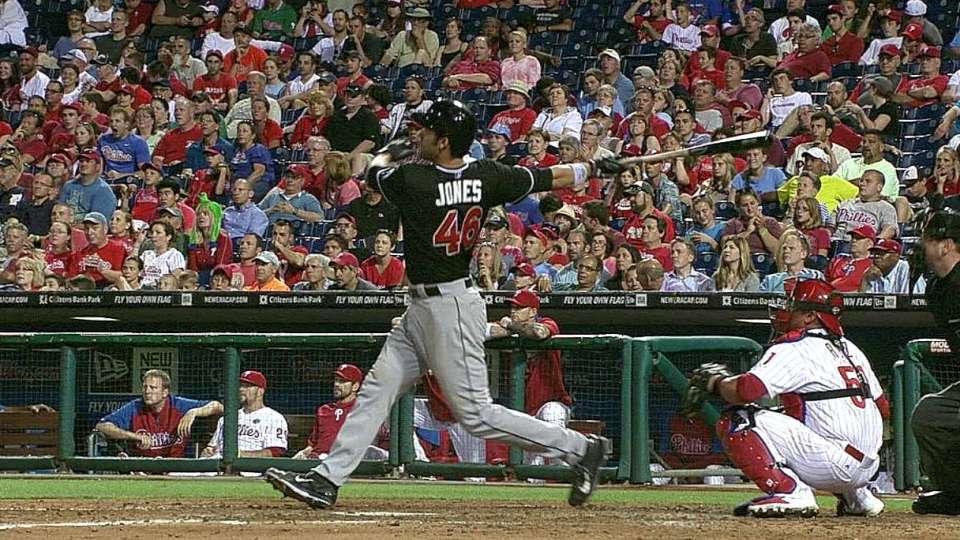 Jones' two-run homer